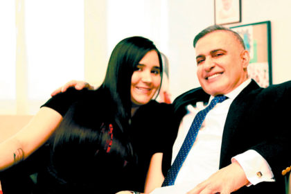 Tarek William Saab y su novia